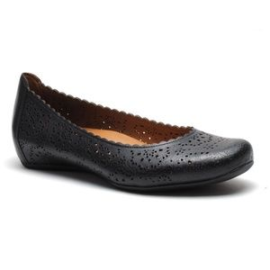 Eathies Bindi Leather Flat in black